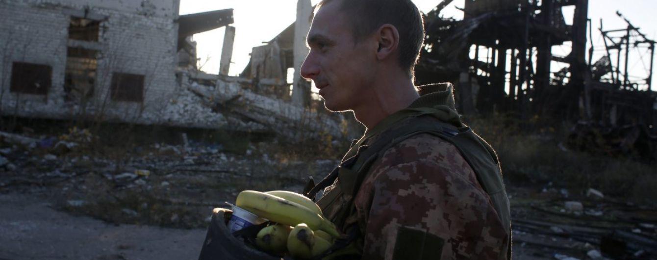 У перший день воєнного стану двоє українських військових отримали поранення на Донбасі