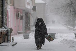 """Сильный ветер и снег: украинцам рассказали, на что погода уже этой ночью """"променяет"""" морозы"""