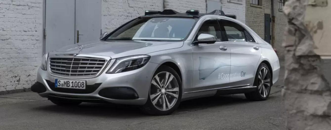 Mercedes навчив свої безпілотники спілкуватися з пішоходами