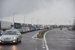 Ряд таможен до Польши остановился в автомобильных пробках