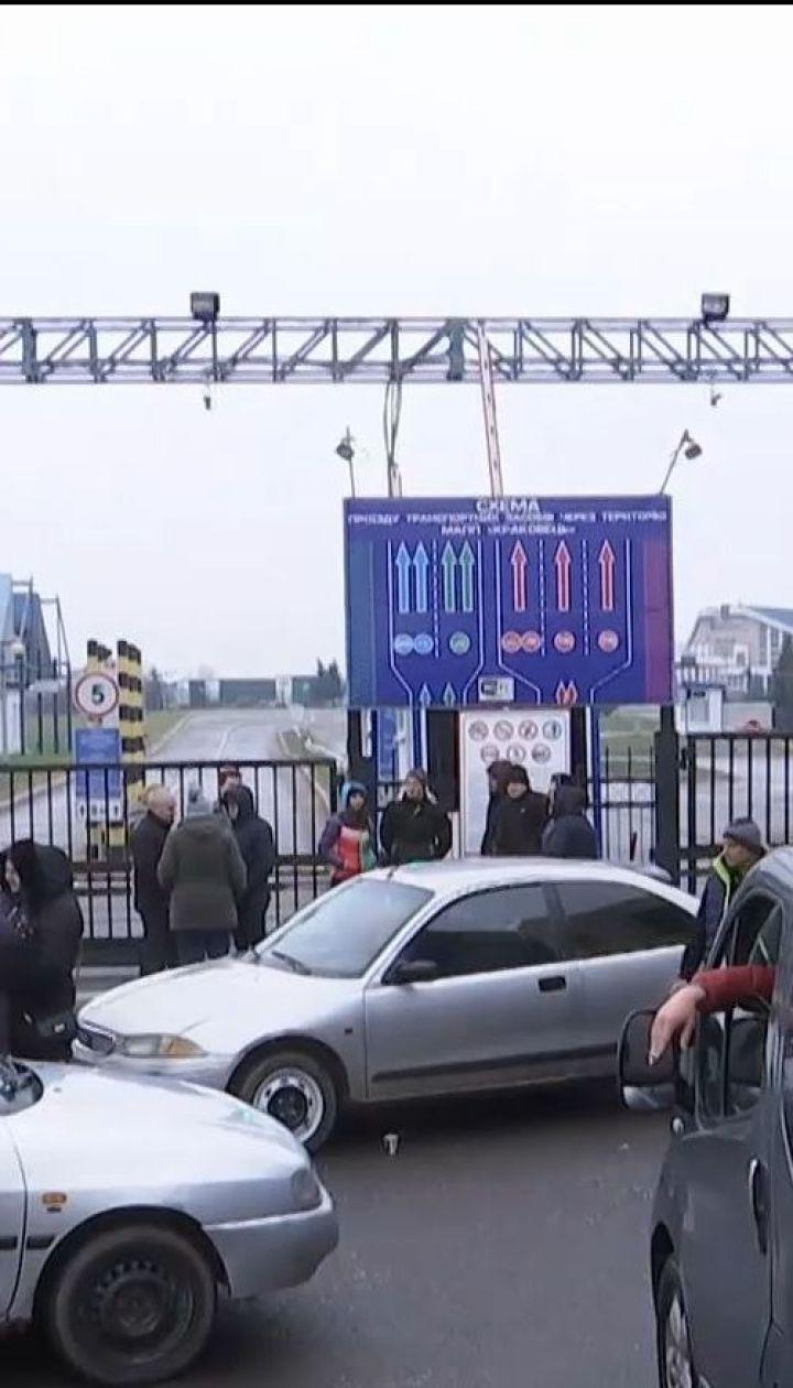 Что пережили дети и беременные женщины, которые застряли на границе из-за протестов евробляхеров