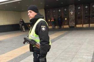 У Києві евакуюють людей на центральному вокзалі, шукають вибухівку