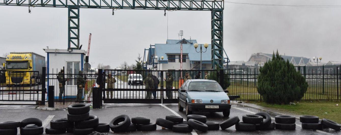 Рух транспортних засобів на кордоні з Польщею відновлено