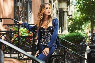 Красива та в нижній білизні: Сара Джессіка Паркер позувала на вулицях Нью-Йорка
