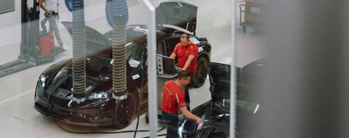 У Porsche розповіли про надпотужну зарядку електрокара Taycan