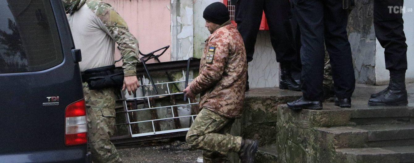 Стали відомі імена поранених українських моряків, яких утримують у Керчі