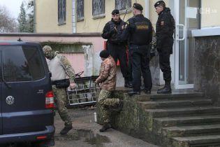В одной камере с министром: адвокат рассказал об условиях содержания пленного 20-летнего украинского моряка