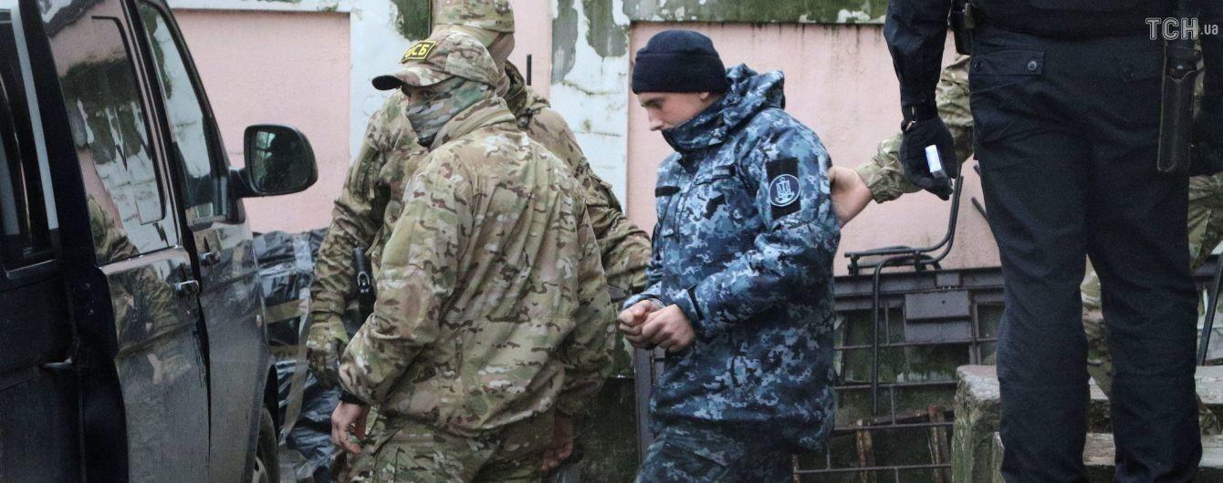 """""""Мій син – військовий, а не бандюган якийсь!"""": батьки полонених моряків обурені свавіллям росіян"""