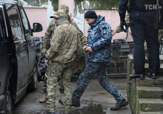 Президент Франції та прем'єр Канади закликали Путіна звільнити захоплених українських моряків