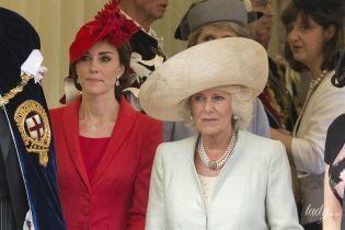 Идеальные, смешные и неуклюжие: как выглядят королевские реверансы