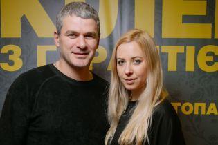 Выглядят счастливыми: Тоня Матвиенко и Арсен Мирзоян на премьере фильма