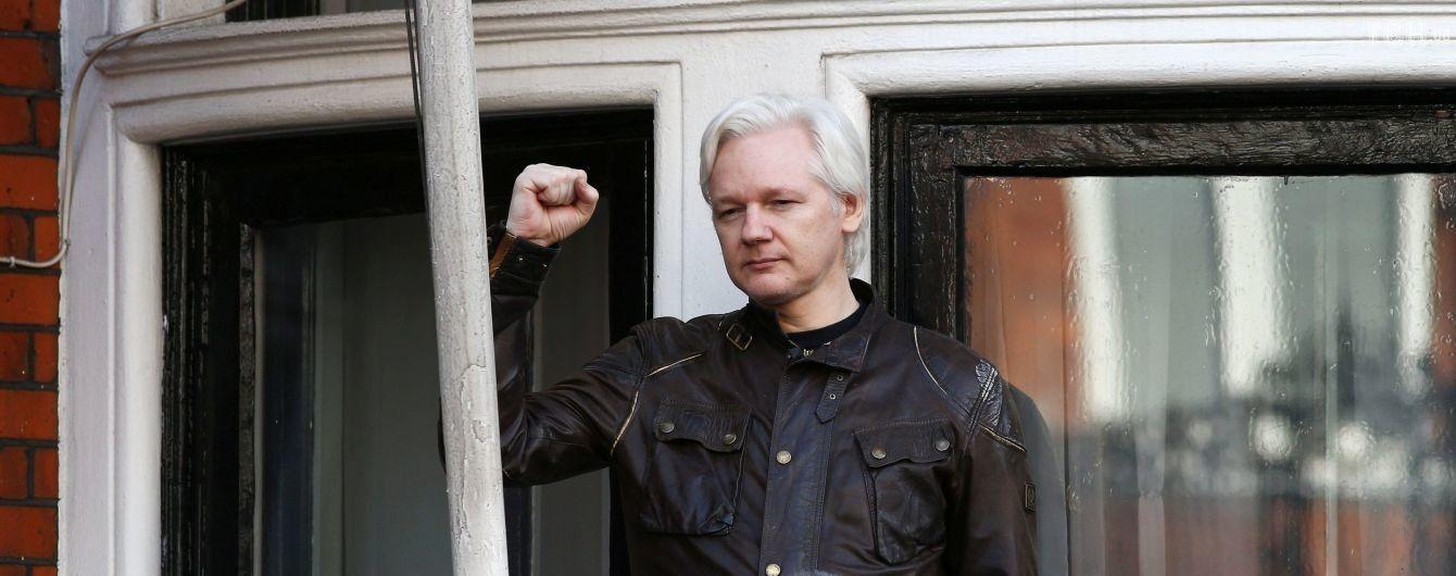 Манафорт таємно зустрічався із засновником WikiLeaks перед масштабним зливом даних демократів - The Guardian