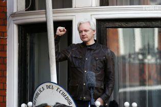 Манафорт тайно встречался с основателем WikiLeaks перед масштабным сливом данных демократов - The Guardian