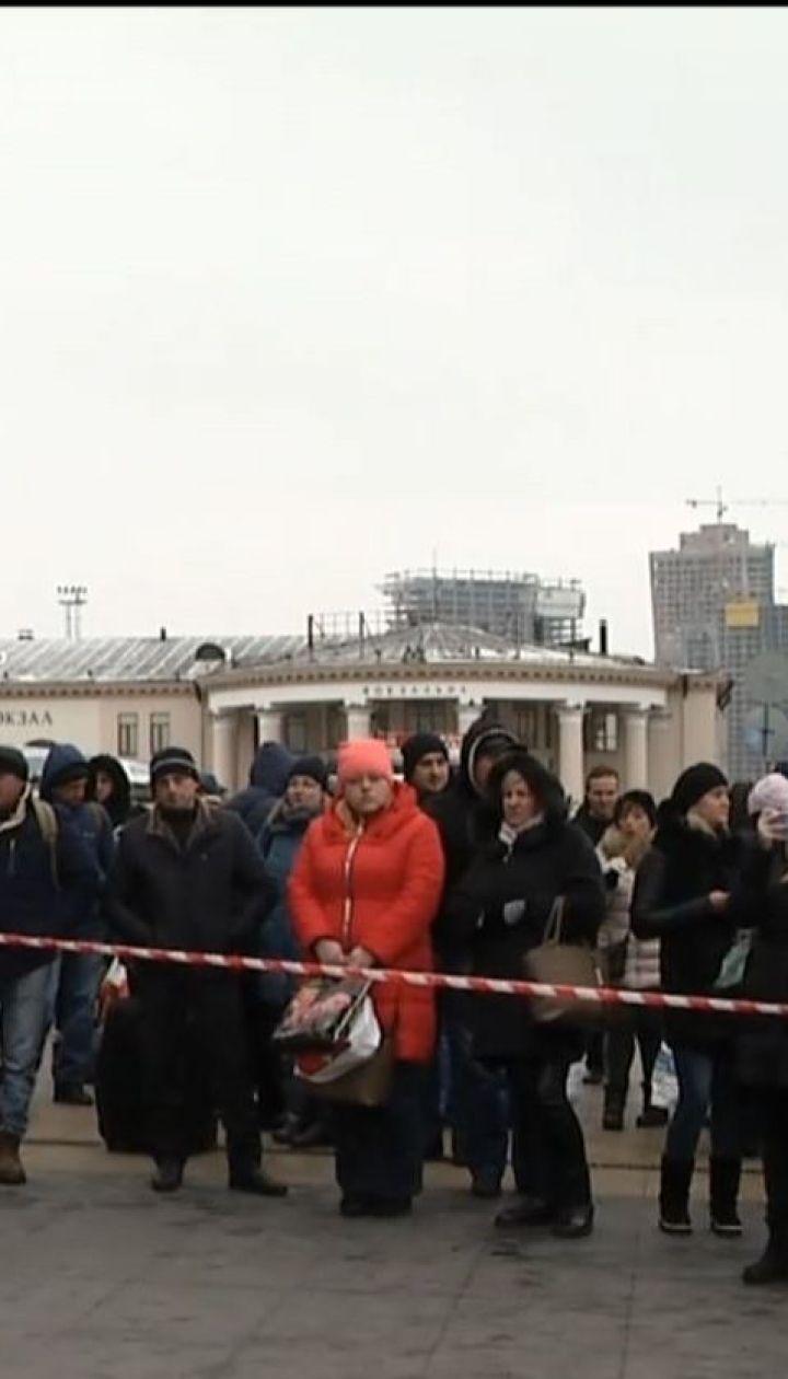 """Как """"гибридное"""" военное положение повлияет на повседневную жизнь украинцев"""