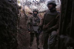 Ситуация на Донбассе: террористы стреляют из пулеметов, один боец ООС ранен