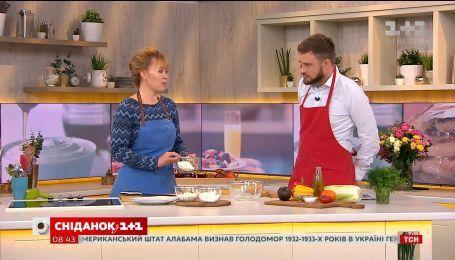 Кулинарный блогер Дарья Дорошкевич готовит салат из сырными шариками и мандариновой заправкой