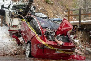 У США електрокар Tesla з підлітками потрапив у жахливу аварію