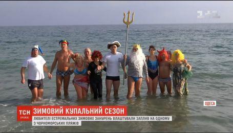 """Одесские """"моржи"""" устроили заплыв на одном из местных пляжей"""