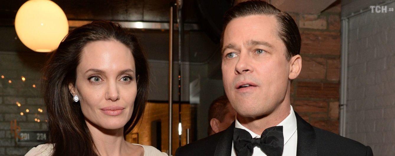 """Мама Брэда Питта """"никогда не простит"""" Анджелине Джоли разрушение жизни ее сына - СМИ"""
