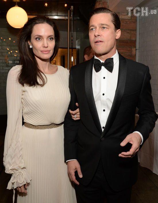 Бред Пітт та Анджеліна Джолі ще на рік подовжили розгляд справи про опіку над дітьми