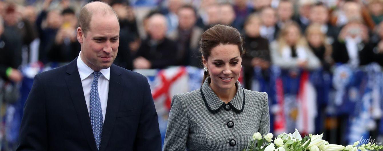 В элегантном пальто и с букетом: герцогиня Кембриджская с принцем Уильямом прибыли в Лестер