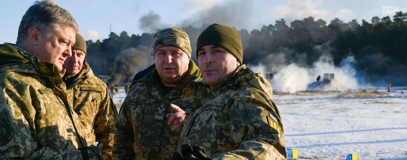 Навколо України зараз зібрано 80 тисяч російських солдат – Порошенко