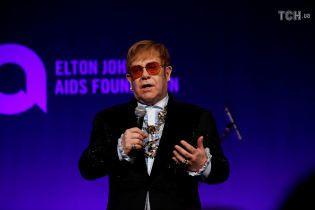 Из-за болезни Элтон Джон отменил концерт через 20 минут после того, как он должен был начаться