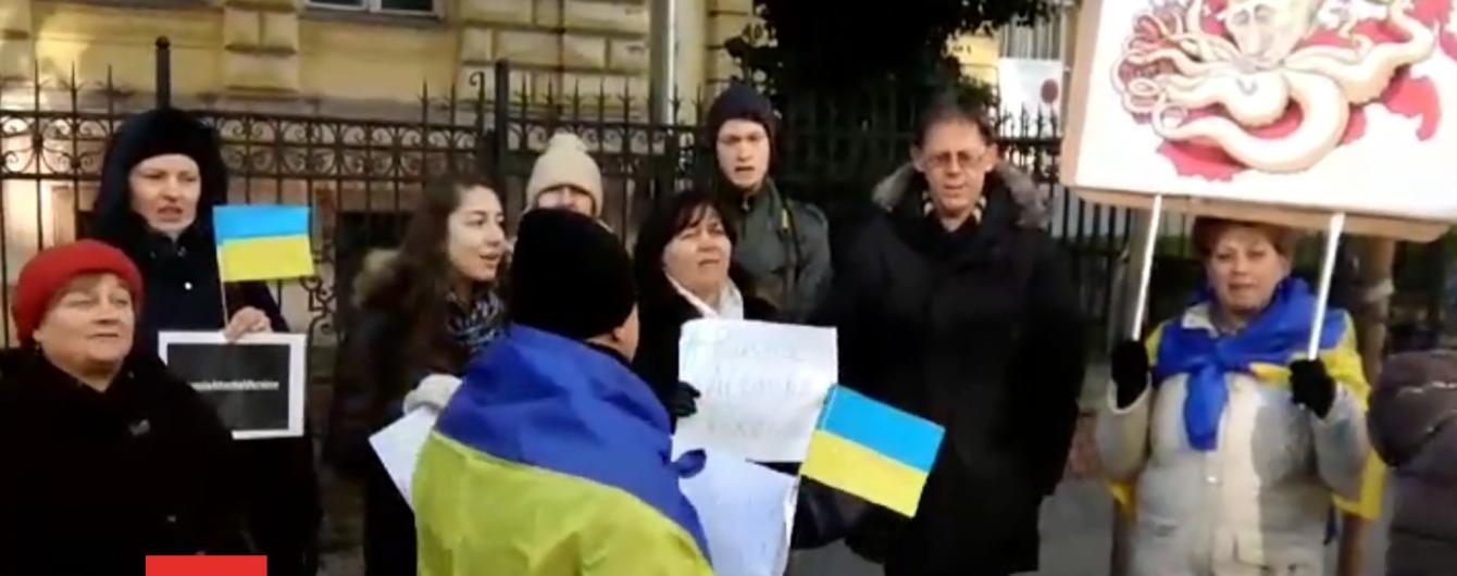 Протестувальниця з Будапешта показала, як відбувалась акція проти агресії РФ. Учасникам заважали та потай знімали їх