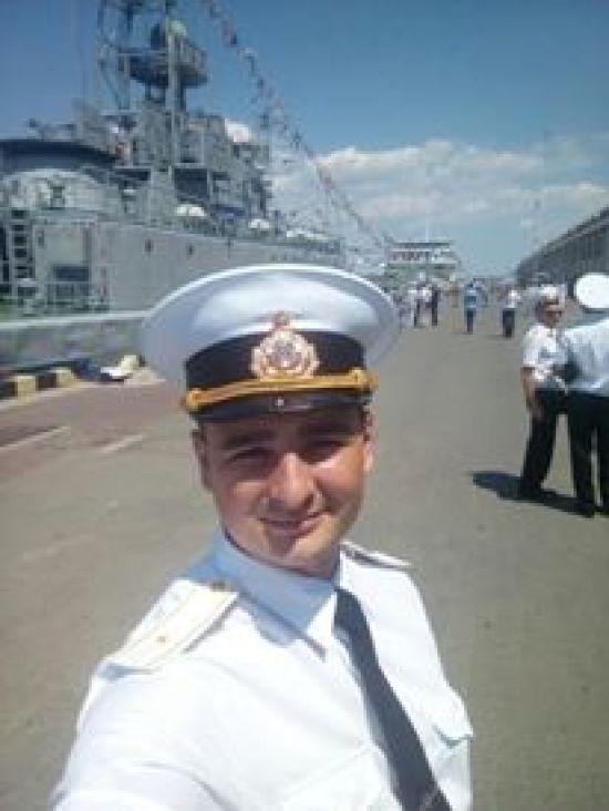 """""""Руки-ноги цілі"""". Пораненого українського моряка прооперували і дали зателефонувати дружині"""