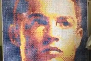 В Китае выложили портрет Роналду из кубиков Рубика