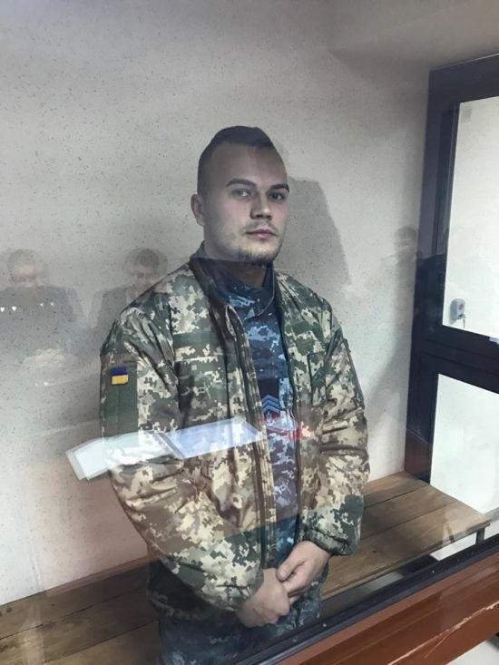 """Один із полонених Росією українських моряків у """"суді"""" заявив, що не розуміє російської і вимагав перекладача"""