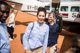 В мятой рубашке и кроссовках: кронпринцесса Мэри посетила Кению