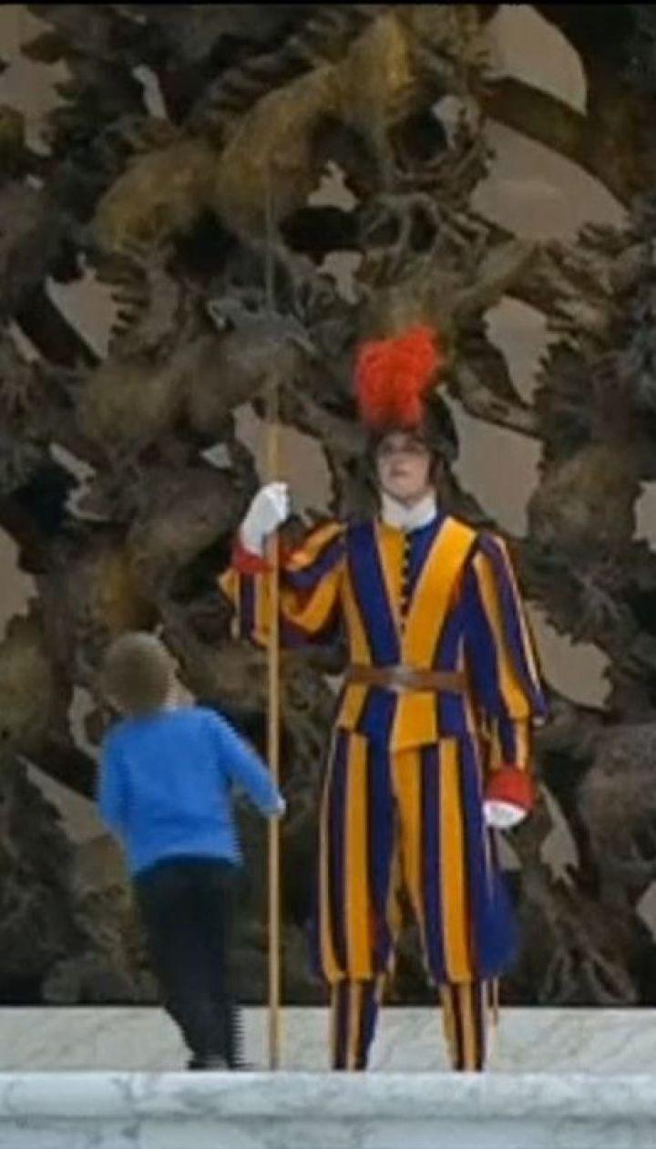 Під час аудієнції Папи Римського на сцену вибіг німий хлопчик