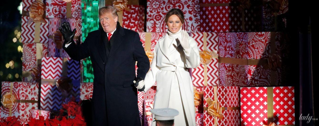 Як Снігуронька: Меланія Трамп з чоловіком запалила вогні на головній різдвяній ялинці