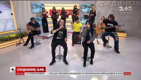 """Юрий Юрченко и группа """"Скрябин"""" спели в прямом эфире """"Сніданку"""""""