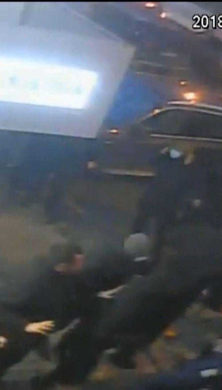В Одесі однопартійців Гриценка закидали яйцями та гарбузом
