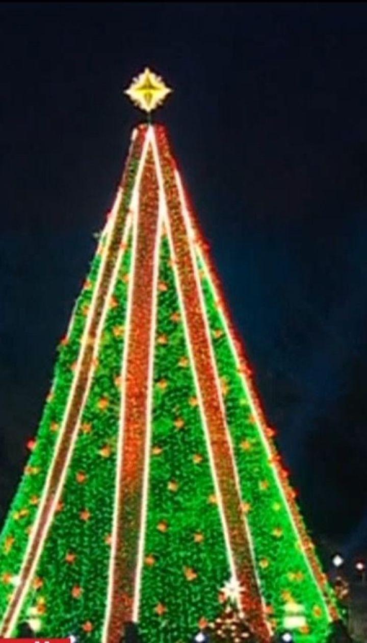Різдвяний настрій: одразу у кількох містах світу повідкривалися головні ялинки країни