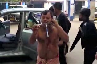 Индийцу пробили насквозь лицо гарпуном во время драки с соседом