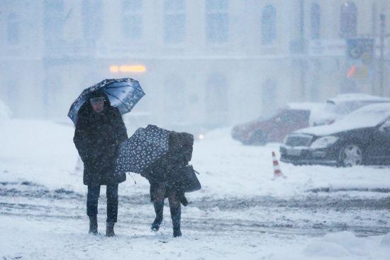 В останній день осені в Україні дутимуть сильні вітри, місцями будуть хуртовини