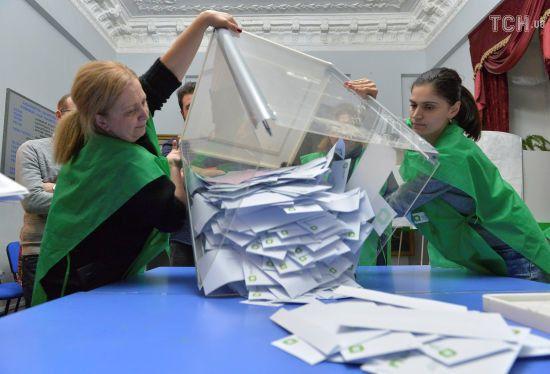 """Президент Грузії заявив про """"низькі стандарти"""" під час проведення виборів у країні"""