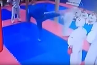 У Росії тренер з тхеквондо вдарив 9-річного хлопчика ногою в голову