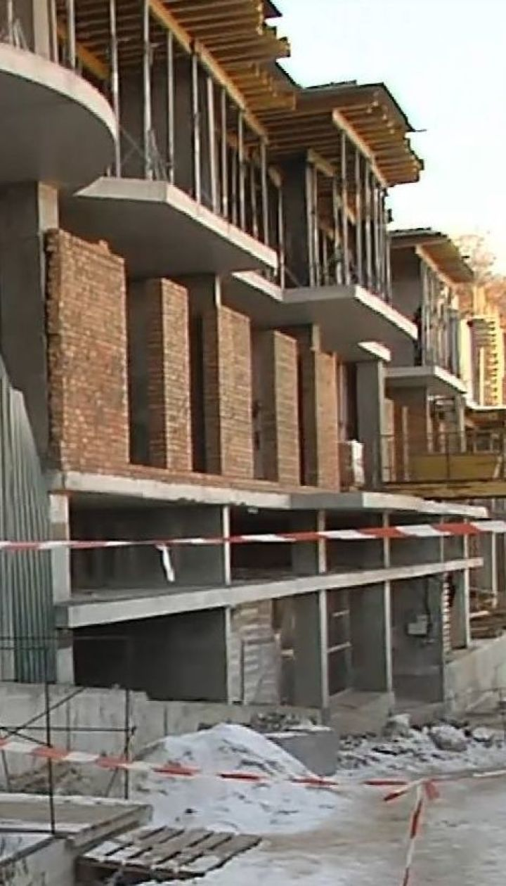 Київрада розірвала договір оренди землі із забудовником, який зводив готель на Андріївському узвозі
