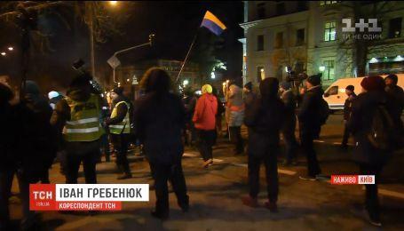 Годовщина разгона Евромайдана: в Киеве проходит факельное шествие