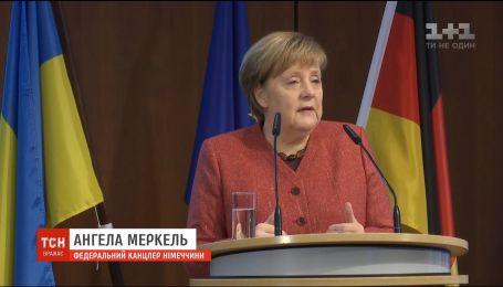 Германия отклонила просьбу Порошенко гарантировать безопасность в Керченском проливе