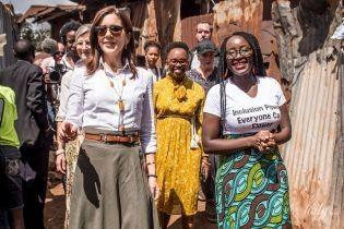 Теперь в мятой юбке: кронпринцесса Мэри посетила трущобы