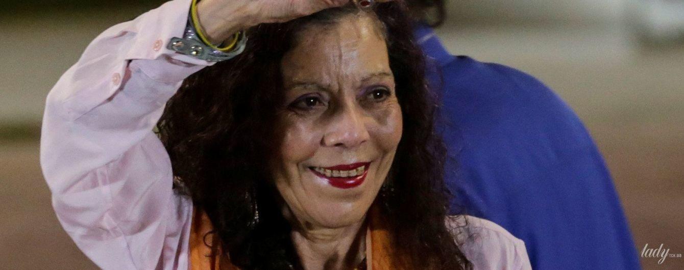 Странно или стильно: вице-президент Никарагуа в ярком образе выступила перед публикой
