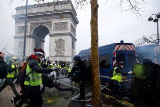 """Протесты """"желтых жилетов"""": почему французы массово вышли на улицы и присутствует ли """"российский след"""""""