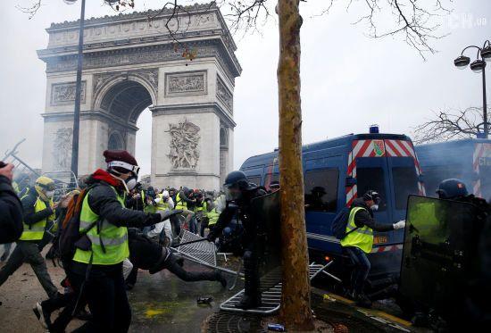"""Протести """"жовтих жилетів"""": чому французи масово вийшли на вулиці та чи присутній """"російський слід"""""""