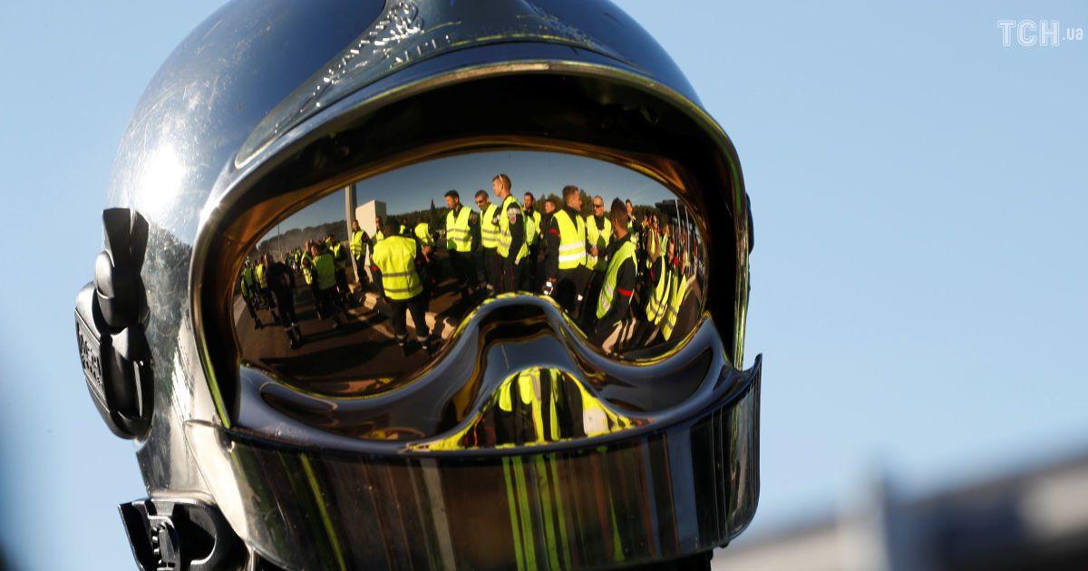 """Протести """"жовтих жилетів"""": у Парижі поліція затримала понад 120 мітингувальників"""