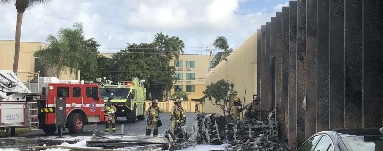 У США літак упав на дитячий лікувальний центр